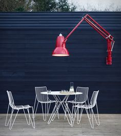 Anglepoise adds to its popular collection of Giant Lamps, they're now bringing the Giant lamp to the outdoors with the Original 1227 Giant Outdoor Collection, which includes a floor lamp and an articulated wall-mounted lamp. The Giant has been re-eng