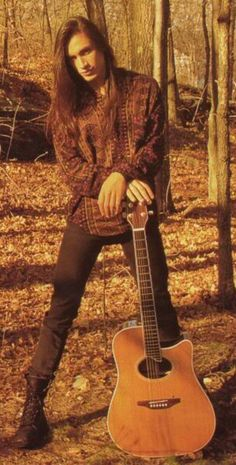 Oh my gypsy soul! He was beautiful when he was young - still is. Nuno Bettencourt ♥