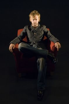 Dominic Monaghan looks so epic in this picture Hottest Male Celebrities, Hollywood Celebrities, Celebs, Charlie Pace, Lost Episodes, Lost Tv Show, Dapper Gentleman, Lost Boys, Man Alive