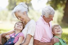 106 Nicknames for Grandma and Grandpa It's up to grandparents to decide what they wish to be called, but it never hurts to give them a few fun and creative suggestions. Here are some cute nicknames for grandma and grandpa! Family Picture Poses, Photo Couple, Family Posing, Family Portraits, Family Photos, Posing Families, Grandparents Photo Frame, Happy Grandparents Day, Grandchildren Photography