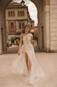 One Shoulder Wedding Dress, Hollywood Slit Wedding Dress, Geometric Lace Wedding. Slit Wedding Dress, One Shoulder Wedding Dress, Wedding Gowns, Lace Wedding, Wedding Headpieces, Wedding Beach, Luxury Wedding, One Shoulder Dresses, Elegant Wedding