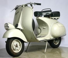 Modern Vespa : Large Vespa collections & hoards - Let's see pics &