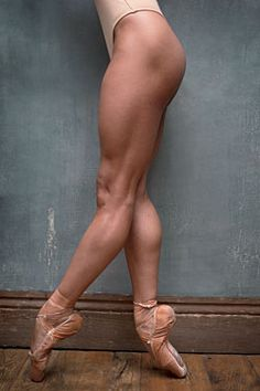 Misty Copeland #ballet #balletdancer #pointeshoes #legs #fitness #strength
