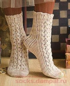 Vokuhila socks free pattern at vogue knitting Lace Socks, Knitted Slippers, My Socks, Crochet Slippers, Knit Or Crochet, Vogue Knitting, Knitting Socks, Hand Knitting, Knitting Patterns