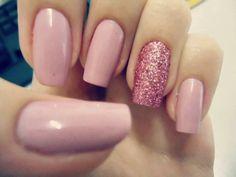 schlichte nägel rosa glitzer