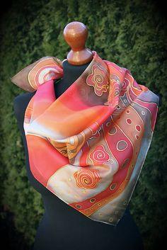 Ručne maľovaná hodvábna šatka vo farbách červená, oranžová, béžová, hnedá, zlatá. Doporučujem prať ručne vo vlažnej vode a ešte vlhké žehliť z rubu. Ak máte záujem o podobnú šatku ...