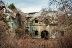 THE 50 STRANGEST ABANDONED PLACES BY STATE 39. Rhode Island - Brenton Point Rhode Island is notorious for having over-the-top old school houses, but some of them came to an unfortunate end. That couldn't be truer with this case, outside of Newport. In fact, if you look close enough, you can find tons of theses decaying houses around the area.