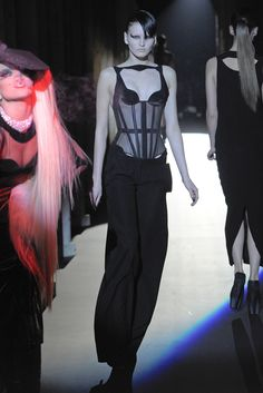 Mugler Fall 2011 Ready-to-Wear - Collection - Gallery - Style.com