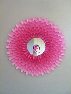 Spoon mirror with instructions! Have to try and put in my room Barnes Barnes Picciuto so freaking cute! Cute Crafts, Diy And Crafts, Crafts For Kids, Arts And Crafts, Plastic Spoon Crafts, Plastic Spoons, Plastic Bags, Mirror Crafts, Diy Mirror