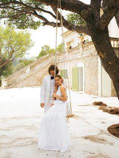 burda style, Schnittmuster für die Hochzeit - Brautkleid aus zartem Stickereistoff mit tiefem Rückenausschnitt, bauschigem Unterrock und Schleife.. Nr. 109 aus 03-2011