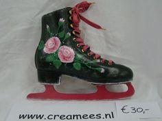 beschlderde schaats met rozen, handgeschilderd door creamees en dus uniek, handpainted skate with roses.
