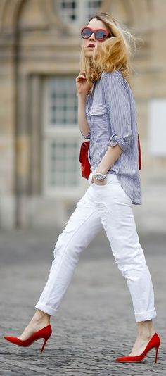 This Coolest women denim trends idea image is part from Coolest Women Denim Trends Idea in 2017 gallery and article, click read it bellow to see high resolutions quality image and another awesome image ideas. Red Shoes Outfit, White Pants Outfit, Outfit Jeans, Chic Outfits, Trendy Outfits, Fashion Outfits, Womens Fashion, Olsen Fashion, Petite Fashion
