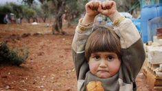 """Un Mundo en Paz: Conmoción por foto de niña siria que se """"rinde"""" an..."""