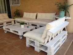 comment fabriquer un canapé en palette, un canapé blanc qui va parfaitement intégrer votre salon de jardin en palette blanc