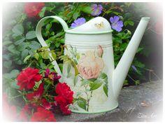 "Watering can ""Rose"". Decoupage. Handmalerei."