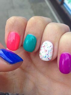 Hula nails