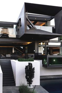 Kloof Road House Designed by: Nico Van Der Meulen Architects