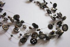 BOUNCING METAL ketting van vintage knopen & door BiancaEmanuel, €25.00