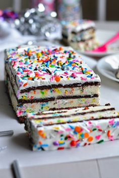 That's right. Birthday cake LASAGNA. Whichis just a fun name for icebox…