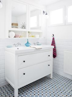 Cuarto de baño blanco You are in the right place about bathroom mirror horizontal Here we offer you the most beautiful pictures about the bathroom mirror simple you are looking for. Ikea Sinks, Ikea Bathroom, Bathroom Kids, White Bathroom, Bathroom Faucets, Modern Master Bathroom, Sweet Home, Model Homes, Inspired Homes