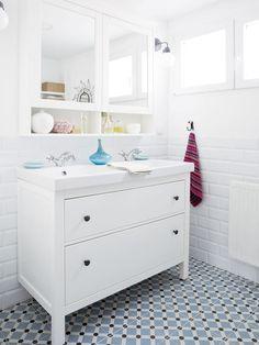 Baño-en-color-blanco | Azulejo Hidraulico | Vives Ceramica | Baldosa Hidraulica