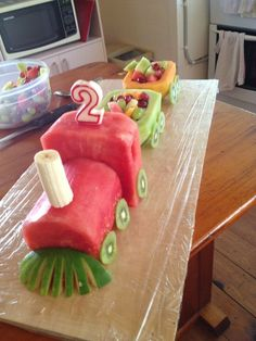 This time I didn't do a usual cake- although I have done a number of train cakes in the past. this time I did a fruit train! Idées délicieuses pour servir frutas en charolas o bandejas – Fruit train Wedding party fun ideas dessert tables … Fruit Birthday Cake, Cool Birthday Cakes, Birthday Ideas, Healthy Birthday Cakes, Sons Birthday, Fruit Decorations, Food Decoration, Fruit Creations, Food Art For Kids