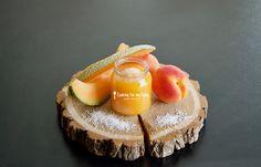 Aujourd'hui nous allons préparer une recette de compote abricot - melon à bébé, et on va même ajouter une pointe de noix de coco râpée ! Bébé va se régaler ;)