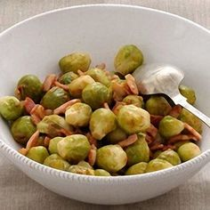 Brussels Sprouts in Riesling with Bacon - Christmas recipe gallery: accompaniments - Recipes - from Delia Online Bacon Recipes, Roast Recipes, Vegetable Side Dishes, Vegetable Recipes, Chestnut Recipes, Sprouts With Bacon, Sunday Roast, English Food, Christmas Cooking
