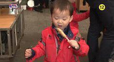 Minguk enjoying fish cakes | The Return of Superman