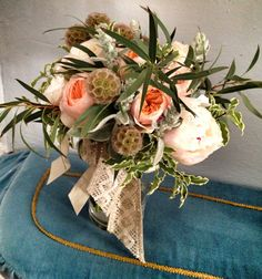 Country chic #bride_bouquet perfect for a #wedding_in_Tuscany Wedding planning and coordination #SposiamoVi http://sposiamovi.it/en/locations/wedding-tuscany/