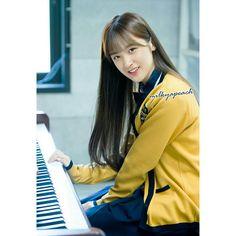 Make me wonder how donghyuck twin sister look like👀 Nct Life, Fan Edits, Twin Sisters, Funny Faces, Boyfriend Material, K Idols, Nct Dream, Pretty Boys, Kpop Girls