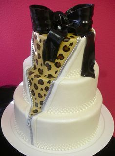 What leopard print lover wouldn't love this cheeky cake? It even has a zipper!  I wouldn't get it as a wedding cake but its cute.