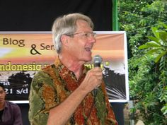 ..Pak Bernie gave his speeach and opening the exhibition..