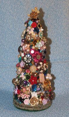 Vintage jewelry Christmas tree!
