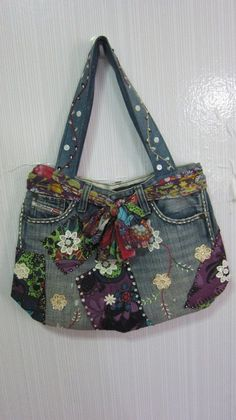 Denim bag from old jeans. Bit much going on here but I like the fabric/scarf belt and random patches :) Artisanats Denim, Denim Purse, Denim And Lace, Zerschnittene Jeans, Denim Bags From Jeans, Jean Purses, Purses And Bags, Sacs Tote Bags, Denim Ideas