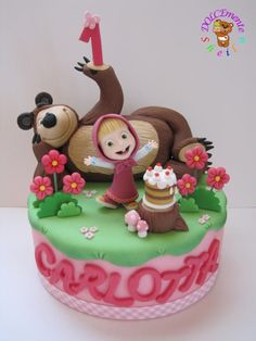 Omg, this is the cutest cake ever! The little girls expression is so cute! Masha and the Bear by Sheila Laura Gallo Baby Cakes, Girl Cakes, Fondant Cakes, Cupcake Cakes, Masha Et Mishka, Masha Cake, Marsha And The Bear, Super Torte, Novelty Birthday Cakes