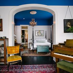 Design*Sponge - Jolts of Color Restart an Old New Orleans Home - fun blue ceilings New Orleans Decor, New Orleans Homes, New Homes, Blue Ceilings, Painted Ceilings, Colored Ceiling, Ceiling Color, Interior Decorating, Interior Design