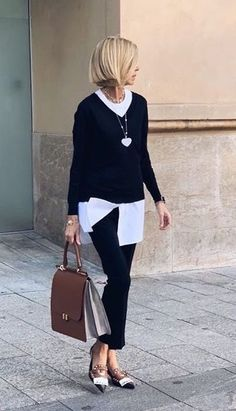 Perfect spring outfit and hairstyle! So chic and elegant! Perfect spring outfit and hairstyle! So chic and elegant! Perfect for the office or heading out! Black and white and great touches of taupe! Look at the wond Fashion Mode, Fashion Over 40, 50 Fashion, Work Fashion, Fashion Outfits, Fashion Trends, Fashion Spring, Fashion Black, Trendy Fashion