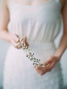 can wedding guests wear hair accessories Natural Wedding Makeup, Bridal Hair And Makeup, Wedding Hair Flowers, Hair Comb Wedding, Bridal Jewellery Inspiration, Makeup Inspiration, Wedding Inspiration, Wedding Ideas, Maggie Wu