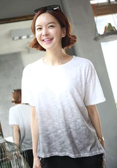 Today's Hot Pick :Gradient Relaxed Fit T-Shirt http://fashionstylep.com/SFSELFAA0014663/min3111enn/out Check out this simple yet hip looking top. It has a gradient design which gives off that cool and smooth vibe and a relaxed fit which adds comfort for the wearer. This top also has a hi low design and you can pair this with your solid colored pants and sandals.
