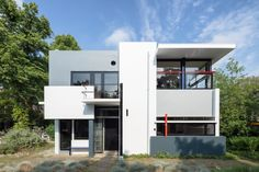 Photographer Stijn Poelstra has captured the abstract proportions and primary colours of a Gerrit Rietveld-designed Schröder House in Utrecht. Schroder House, Philip Johnson, Utrecht, Dezeen, Amazing Architecture, Architecture Design, Building Architecture, House Painting, Mid-century Modern