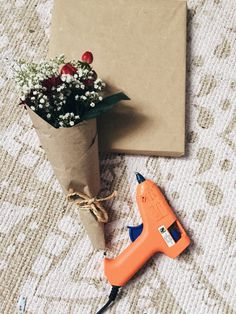 Emballer un cadeau c'est bien, avec des fleurs c'est mieux ! – Clemglm