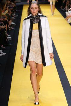 Carven Spring 2015 Ready-to-Wear Fashion Show - Evelina Sriebalyte (IMG)