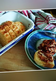 Lightning-fast, simple cheese bread from Cheese Bread, Diy Food, French Toast, Recipies, Rolls, Food And Drink, Yummy Food, Breakfast, Simple