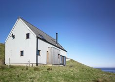 Milovaig - The Wooden House - Rural Design Architects - Isle of Skye and the Highlands and Islands of Scotland Modern Barn, Modern Rustic, Barn Style House Plans, 2017 Design, Modern Cottage, Wooden House, Architect Design, Sustainable Design, New Homes