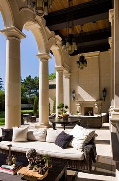 Beautiful columns - great outdoor space