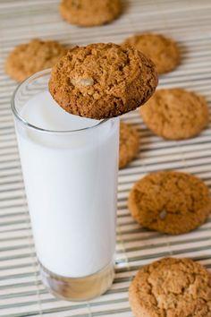 Kokosové keksíky s ovsenými vločkami - Recept pre každého kuchára, množstvo receptov pre pečenie a varenie. Recepty pre chutný život. Slovenské jedlá a medzinárodná kuchyňa Healthy Deserts, Healthy Cake, Healthy Sweets, Milk Cookies, Biscuit Cookies, Low Carb Desserts, Low Carb Recipes, Fitness Cake, Sweet Recipes