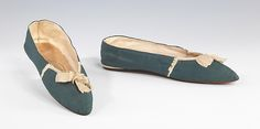 Evening slippers ca. 1815-1820 British   Silk This pair of evening slippers mostly showed the completely heelless ladies shoes during Empire period. They are made out of delicate and light materials to match the style of dress. They also had pointed toes.