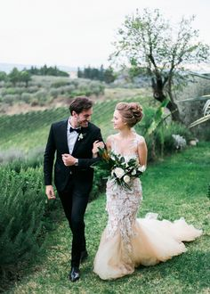 The inspiration shoot in Tuscany we are sharing today is so beautiful! Inspired by the Tuscan beauty, this gorgeous shoot will mesmerize you: from the stun