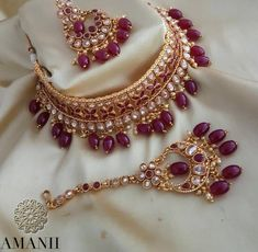 Exclusively designed by AMANII limited edition and very uniquely found design in this amazing piece of work. Bridal Jewelry Vintage, Bridal Party Jewelry, Wedding Jewelry, Antique Jewelry, Gold Jewelry Simple, Stylish Jewelry, Gold Earrings Designs, Necklace Designs, Wedding Jewellery Inspiration
